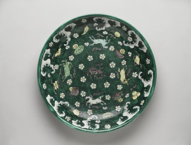 <em>Plate</em>, 19th-early 20th century. Famille verte porcelain with three-color (sancai), 2 3/8 x 12 5/8 in. (6 x 32.1 cm). Brooklyn Museum, Gift of Dr. David Kenne, 79.267.1. Creative Commons-BY (Photo: , 79.267.1_PS9.jpg)
