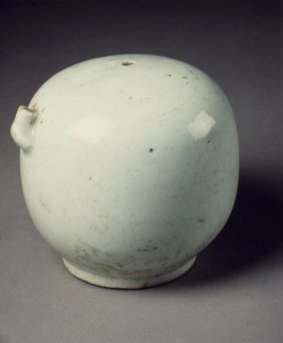 <em>Water Dropper in the Shape of a Knee</em>, 19th century. Porcelain, 4 7/16 x 4 1/2 in. (11.3 x 11.4 cm). Brooklyn Museum, Gift of Dr. John P. Lyden, 79.273.3. Creative Commons-BY (Photo: Brooklyn Museum, 79.273.3.jpg)