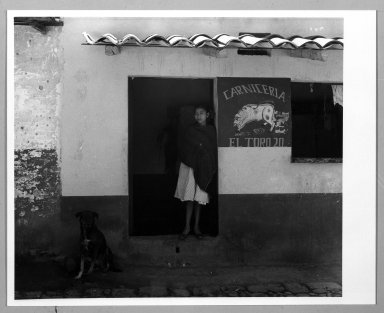 Manuel Álvarez Bravo (Mexican, 1902-2002). <em>El Perro Veinte</em>, 1958. Gelatin silver photograph, image: 7 1/2 x 8 7/8 in. (19.1 x 22.5 cm). Brooklyn Museum, Gift of William Berley, 79.294.6. © artist or artist's estate (Photo: Brooklyn Museum, 79.294.6_bw.jpg)