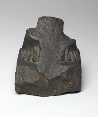 <em>Fragment of the Feet and Base of a Statue</em>, 664-332 B.C.E. Siltstone or Greywacke, 4 5/8 x 4 11/16 x 4 13/16 in. (11.7 x 11.9 x 12.2 cm). Brooklyn Museum, Gift of John D. Hoag, 79.31. Creative Commons-BY (Photo: Brooklyn Museum, 79.31_front_PS2.jpg)