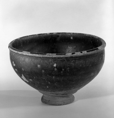 <em>Bowl</em>, 12th-13th century. Glazed stoneware, 2 5/8 x 4 3/8 in. (6.7 x 11.1 cm). Brooklyn Museum, Gift of Dr. Andrew Dahl, 80.115.6. Creative Commons-BY (Photo: Brooklyn Museum, 80.115.6_bw.jpg)