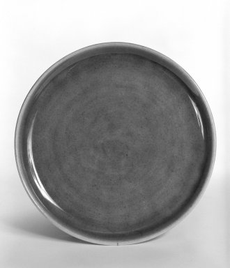 Russel Wright (American, 1904-1976). <em>Plate, from 6-Piece Place Setting</em>, 1937 (designed); ca. 1938 (manufactured). Earthenware, Diameter: 6 in. (15.2 cm). Brooklyn Museum, Gift of Andrew and Ina Feuerstein, 80.169.4. Creative Commons-BY (Photo: Brooklyn Museum, 80.169.4_bw.jpg)