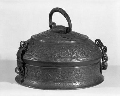 <em>Covered Pan Box</em>, 20th century. Copper, 5 1/4 x 8 1/2 in. (13.3 x 21.6 cm). Brooklyn Museum, Anonymous gift, 80.184.6. Creative Commons-BY (Photo: Brooklyn Museum, 80.184.6_bw.jpg)