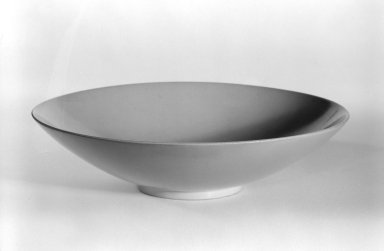 James Prestini (American, 1908-1993). <em>Bowl</em>, ca. 1943-1953. Lacquered wood, 1 1/2 x 6 x 6 in. (3.8 x 15.2 x 15.2 cm). Brooklyn Museum, Gift of Professor James Prestini, 81.113.10. Creative Commons-BY (Photo: Brooklyn Museum, 81.113.10_bw.jpg)