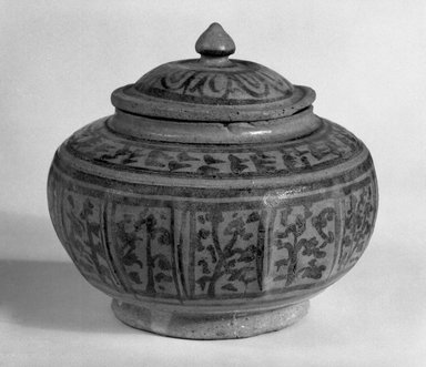 <em>Box with Cover</em>, 14th-15th century. Stoneware, 4 1/2 x 5 in. (11.4 x 12.7 cm). Brooklyn Museum, Gift of Dr. Jerome Krieger, 81.289.1a-b. Creative Commons-BY (Photo: Brooklyn Museum, 81.289.1_bw.jpg)