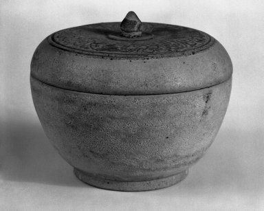 <em>Box with Cover</em>, 14th-15th century. Stoneware, 3 1/4 x 4 1/4 in. (8.3 x 10.8 cm). Brooklyn Museum, Gift of Dr. Jerome Krieger, 81.289.2. Creative Commons-BY (Photo: Brooklyn Museum, 81.289.2_bw.jpg)