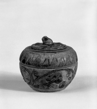 <em>Box with Cover</em>, 14th-15th century. Stoneware, 2 1/4 x 2 1/4 in. (5.7 x 5.7 cm). Brooklyn Museum, Gift of Dr. Jerome Krieger, 81.289.3a-b. Creative Commons-BY (Photo: Brooklyn Museum, 81.289.3a-b_cropped_bw.jpg)