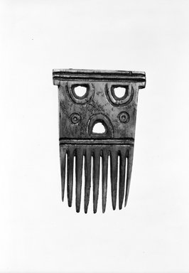 Baule. <em>Comb</em>, late 19th or early 20th century. Ivory, 2 1/2 in. (6.5 cm). Brooklyn Museum, Gift of Eric Robertson, 81.8. Creative Commons-BY (Photo: Brooklyn Museum, 81.8_bw.jpg)