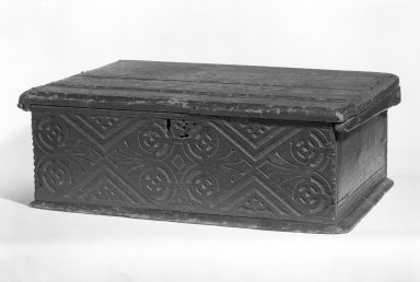 American. <em>Bible Box</em>, ca. 1675. Oak, pine, 81/2 x 23 1/4 x 18 in.  (21.6 x 59.1 x 45.7 cm). Brooklyn Museum, Gift of Wunsch Americana Foundation, Inc., 82.166. Creative Commons-BY (Photo: Brooklyn Museum, 82.166_bw.jpg)