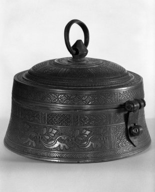<em>Betel Nut Box</em>, 19th century. Brass, 5 1/2 x 7 7/8 in. (14 x 20 cm). Brooklyn Museum, Gift of Dr. David Rubin, 82.190.1. Creative Commons-BY (Photo: Brooklyn Museum, 82.190.1_bw.jpg)