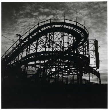 "Stephen Salmieri (American, born 1945). <em>""Coney Island,""</em> 1970. Gelatin silver photograph, Sheet: 13 5/8 x 11 in. (34.6 x 27.9 cm). Brooklyn Museum, GIft of Edward Klein, 82.201.14. © artist or artist's estate (Photo: Brooklyn Museum, 82.201.14_PS2.jpg)"