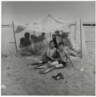 Stephen Salmieri (American, born 1945). <em>Coney Island</em>, 1969. Gelatin silver photograph, Sheet: 14 x 11 in. (35.6 x 27.9 cm). Brooklyn Museum, Gift of Edward Klein, 82.201.34. © artist or artist's estate (Photo: Brooklyn Museum, 82.201.34_PS2.jpg)