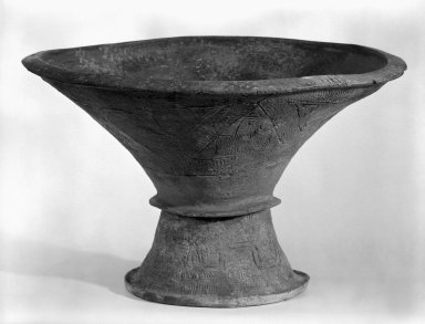 <em>Ban Chieng Vessel</em>, 4000-3000 b.c. Earthenware Brooklyn Museum, Gift of Dr. Stanley Friedman, 82.221.1. Creative Commons-BY (Photo: Brooklyn Museum, 82.221.1_bw.jpg)
