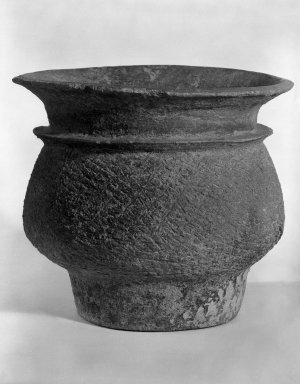 <em>Ban Chieng Vessel</em>, ca. 3000 B.C. Earthenware Brooklyn Museum, Gift of Dr. Stanley Friedman, 82.221.2. Creative Commons-BY (Photo: Brooklyn Museum, 82.221.2_bw.jpg)
