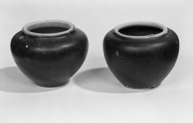 <em>Sawankhalok Jarlet, One of Pair</em>, 15th-16th century. Ceramic Brooklyn Museum, Gift of Dr. Fred S. Hurst, 82.223.10. Creative Commons-BY (Photo: , 82.223.9_82.223.10_bw.jpg)