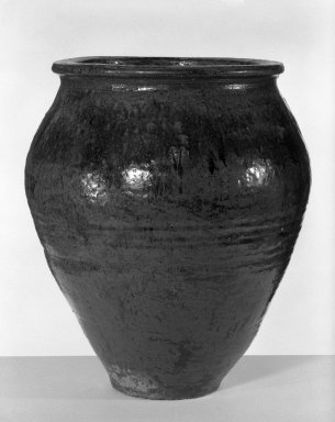 <em>Storage Jar</em>, 18th century. Stoneware, Echizen ware, 21 3/4 x 18 1/2 in. (55.2 x 47 cm). Brooklyn Museum, Gift of Dr. and Mrs. Malcolm Idelson, 82.240.3. Creative Commons-BY (Photo: Brooklyn Museum, 82.240.3_bw.jpg)