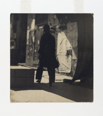 Consuelo Kanaga (American, 1894-1978). <em>[Untitled] (Chinatown, San Francisco)</em>, late 1910s-early 1920s. Toned gelatin silver photograph, 5 3/4 x 5 3/8 in. (14.6 x 13.7 cm). Brooklyn Museum, Gift of Wallace B. Putnam from the Estate of Consuelo Kanaga, 82.65.139 (Photo: Brooklyn Museum, 82.65.139_PS2.jpg)