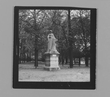 Consuelo Kanaga (American, 1894-1978). <em>[Untitled] (Statue)</em>. Gelatin silver photograph, 2 5/8 x 2 5/8 in. (6.7 x 6.7 cm). Brooklyn Museum, Gift of Wallace B. Putnam from the Estate of Consuelo Kanaga, 82.65.202 (Photo: Brooklyn Museum, 82.65.202_PS2.jpg)