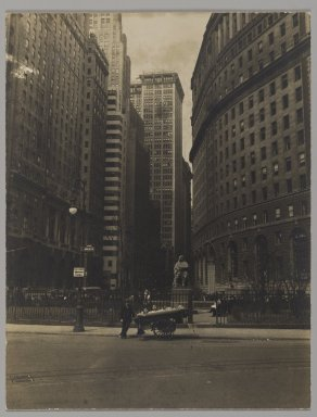 Consuelo Kanaga (American, 1894-1978). <em>[Untitled] (Bowling Green, NYC)</em>. Gelatin silver photograph, 4 3/4 x 3 5/8 in. (12.1 x 9.2 cm). Brooklyn Museum, Gift of Wallace B. Putnam from the Estate of Consuelo Kanaga, 82.65.215 (Photo: Brooklyn Museum, 82.65.215_PS2.jpg)