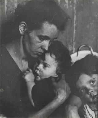 Consuelo Kanaga (American, 1894-1978). <em>[Untitled] (Mother with Children, New York)</em>, 1922-1924. Gelatin silver photograph (from glass plate negative), 3 5/8 x 3 1/8 in. (9.2 x 7.9 cm). Brooklyn Museum, Gift of Wallace B. Putnam from the Estate of Consuelo Kanaga, 82.65.413 (Photo: Brooklyn Museum, 82.65.413_PS2.jpg)