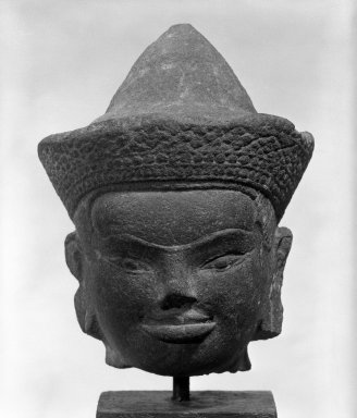 <em>Head of a Deity</em>, 12th century. Stone, Overall H: 7 in. (17.8 cm). Brooklyn Museum, Gift of Joseph Barrios, 83.178.2. Creative Commons-BY (Photo: Brooklyn Museum, 83.178.2_bw.jpg)