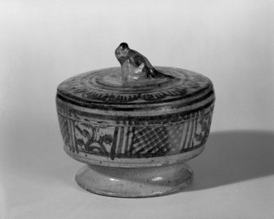 <em>Sawankhalok Covered Box</em>, 14th century. Stoneware, 3 x 3 1/4 in. (7.6 x 8.3 cm). Brooklyn Museum, Gift of Dr. Joel Canter, 83.181.8. Creative Commons-BY (Photo: Brooklyn Museum, 83.181.8_bw.jpg)