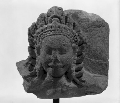 <em>Heavenly Deity (Apsaras)</em>, late 12th-early 13th century. Sandstone, 5 1/4 in. (13.3 cm). Brooklyn Museum, Gift of Georgia and Michael de Havenon, 83.182.4. Creative Commons-BY (Photo: Brooklyn Museum, 83.182.4_bw.jpg)