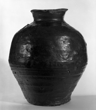 <em>Tsubo (Storage Jar)</em>, late 14th-early 15th century. Stoneware with ash glaze, Echizen ware, 13 3/4 x 11 1/2 in. (34.9 x 29.2 cm). Brooklyn Museum, Gift of Dr. and Mrs. Henry Rosin, 83.192.1. Creative Commons-BY (Photo: Brooklyn Museum, 83.192.1_bw.jpg)
