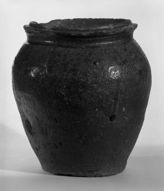 <em>Kame</em>. Stoneware, Shigaraki ware, 8 1/4 x 7 3/4 in. (21 x 19.7 cm). Brooklyn Museum, Gift of Dr. and Mrs. Henry Rosin, 83.192.2. Creative Commons-BY (Photo: Brooklyn Museum, 83.192.2_bw.jpg)