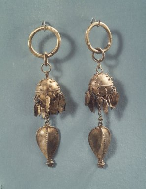 <em>Pair of Earrings</em>, 5th-6th century. Sheet gold and wire gold with heart-shaped pendants., Overall: 3 3/8 x 1 x 1 in. (8.6 x 2.5 x 2.5 cm). Brooklyn Museum, Purchased with funds given by an anonymous donor, 83.195a-b. Creative Commons-BY (Photo: Brooklyn Museum, 83.195a-b_transp4211.jpg)