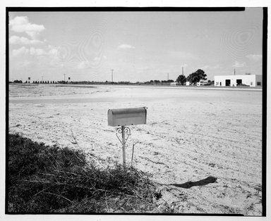 Stephen Shore (American, born 1947). <em>U.S. 27, Moore Haven, Florida</em>. Chromogenic photograph Brooklyn Museum, Gift of Elliot Abrams, 83.264.4. © artist or artist's estate (Photo: Brooklyn Museum, 83.264.4_bw.jpg)