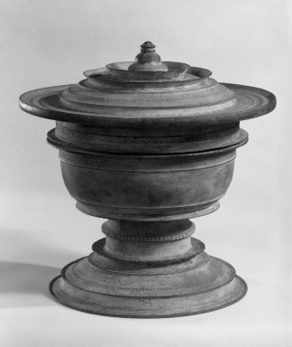 <em>Bowl and Lid</em>, 13th-15th century. Bronze, 8 1/4 x 8 in. (21 x 20.3 cm). Brooklyn Museum, Gift of Dr. Andrew Dahl, 84.133.1a-b. Creative Commons-BY (Photo: Brooklyn Museum, 84.133.1a-b_bw.jpg)