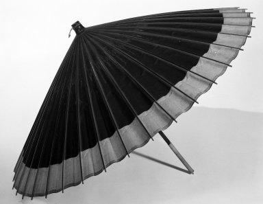 <em>Bangasa (Oiled Paper Umbrella)</em>, ca. 1900. oiled paper, L: 30 3/4 in. (78.1 cm). Brooklyn Museum, Gift of Dr. and Mrs. Charles Perera, 84.141.14 (Photo: Brooklyn Museum, 84.141.14_bw_IMLS.jpg)
