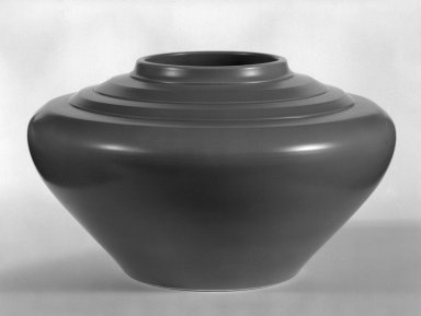 Keith Murray (English, born New Zealand, 1892-1981). <em>Jardiniere</em>, ca. 1933-1936. Glazed earthenware, 6 1/2 x 10 1/2 in. (16.5 x 26.7 cm). Brooklyn Museum, Gift of Paul F. Walter, 84.178.9. Creative Commons-BY (Photo: Brooklyn Museum, 84.178.9_bw.jpg)