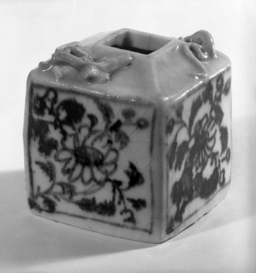 <em>Blue-and-White Porcelain Writer's Coupe</em>, 13th century. White porcelain, 2 1/2 x 2 1/4 in. (6.4 x 5.7 cm). Brooklyn Museum, Gift of Dr. Ralph C. Marcove, 84.198.7. Creative Commons-BY (Photo: Brooklyn Museum, 84.198.7_bw.jpg)
