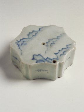 <em>Water Dropper</em>, 19th century. Porcelain with cobalt blue underglaze decoration, 1 1/4 x 3 1/4 in. (3.2 x 8.3 cm). Brooklyn Museum, Gift of John M. Lyden, 84.262.33. Creative Commons-BY (Photo: Brooklyn Museum, 84.262.33.jpg)