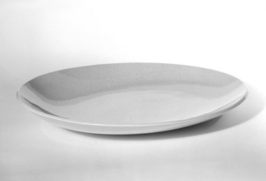 Red Wing Pottery (active 1936-1967). <em>Dinner Plate</em>, designed c. 1945-produced c. 1946. Glazed earthenware, 1 5/8 x 10 3/4 in. (4.1 x 27.3 cm). Brooklyn Museum, Gift of Eva Zeisel, 85.75.12. Creative Commons-BY (Photo: Brooklyn Museum, 85.75.12_bw.jpg)
