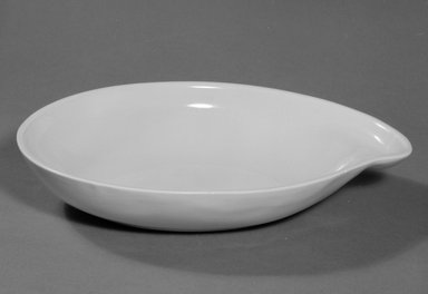 Red Wing Pottery (active 1936-1967). <em>Serving Bowl</em>, designed c. 1945, produced c. 1946. Glazed earthenware, 2 x 10 3/4 x 7 1/2 in. (5.1 x 27.3 x 19.1 cm). Brooklyn Museum, Gift of the artist, 85.75.23. Creative Commons-BY (Photo: Brooklyn Museum, 85.75.23_bw.jpg)