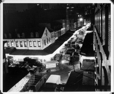 Arthur Leipzig (American, 1918-2014). <em>Washington Market</em>, 1946. Gelatin silver photograph, sheet: 14 × 16 7/8 in. (35.6 × 42.9 cm). Brooklyn Museum, Gift of the artist, 86.152.18. © artist or artist's estate (Photo: Brooklyn Museum, 86.152.18_bw.jpg)