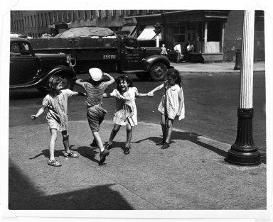 Arthur Leipzig (American, 1918-2014). <em>Rover, Red Rover</em>, 1943. Gelatin silver photograph, sheet: 8 × 10 in. (20.3 × 25.4 cm). Brooklyn Museum, Gift of the artist, 86.152.8. © artist or artist's estate (Photo: Brooklyn Museum, 86.152.8_bw.jpg)