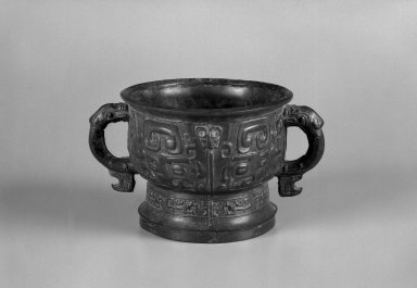 <em>Food Vessel (Gui)</em>, 1100-256 B.C.E. Bronze, 5 5/8 x 10 in. (14.3 x 25.4 cm). Brooklyn Museum, Gift of Gary Smith, 86.189.2. Creative Commons-BY (Photo: Brooklyn Museum, 86.189.2_bw.jpg)