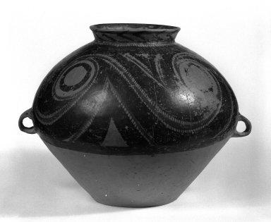 Yangshao. <em>Urn (Weng)</em>, ca. 2600-2300 B.C.E. Slip-painted earthenware, 11 15/16 x 13 3/4 in. (30.3 x 35 cm). Brooklyn Museum, Gift of Gary Smith, 86.189.3. Creative Commons-BY (Photo: Brooklyn Museum, 86.189.3_bw.jpg)