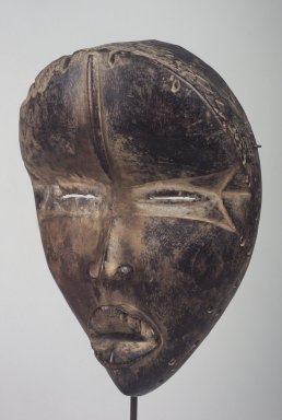 Dan. <em>Deangle Mask</em>, 19th or 20th century. Wood, pigment, accumulated material, 9 1/4 x 6 5/16 x 3 1/4 in. (23.5 x 16 x 8.3 cm). Brooklyn Museum, Gift of the Ernest Erickson Foundation, Inc., 86.224.201. Creative Commons-BY (Photo: Brooklyn Museum, 86.224.201.jpg)