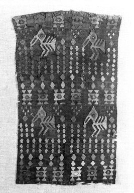Chimú. <em>Textile Fragment</em>, 1000-1532. Cotton, camelid fiber, 12 3/4 × 7 1/2 in. (32.4 × 19.1 cm). Brooklyn Museum, Gift of the Ernest Erickson Foundation, Inc., 86.224.3. Creative Commons-BY (Photo: Brooklyn Museum, 86.224.3_bw.jpg)