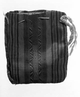 Inca/Arica. <em>Bag</em>, 1470-1532. Cotton, camelid fiber, 4 5/16 x 3 13/16 in. (11 x 9.7 cm). Brooklyn Museum, Gift of the Ernest Erickson Foundation, Inc., 86.224.62. Creative Commons-BY (Photo: Brooklyn Museum, 86.224.62_bw.jpg)