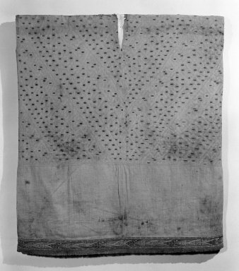Lurin ( Attrib.  by N. Kajitani 1993). <em>Tunic</em>, 1400-1532. Textile. Cotton, camelid fiber, 35 1/16 x 31 1/8 in. (89.1 x 79.1 cm). Brooklyn Museum, Gift of the Ernest Erickson Foundation, Inc., 86.224.93. Creative Commons-BY (Photo: Brooklyn Museum, 86.224.93_bw_acetate.jpg)