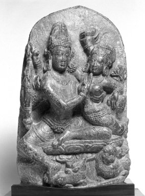<em>Uma-Mahesvara</em>, ca. 9th-10th century. Black chlorite, 14 1/2 x 9 1/4 x 3 15/16 in. (36.8 x 23.5 x 10 cm). Brooklyn Museum, Gift of the Ernest Erickson Foundation, Inc., 86.227.30. Creative Commons-BY (Photo: Brooklyn Museum, 86.227.30_bw.jpg)