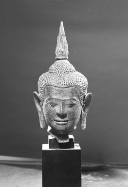 <em>Head of a Buddha</em>, 13th-14th century. Bronze, marble base, height: 9 7/16 in. (24 cm). Brooklyn Museum, Gift of the Ernest Erickson Foundation, Inc., 86.227.40. Creative Commons-BY (Photo: Brooklyn Museum, 86.227.40_acetate_bw.jpg)