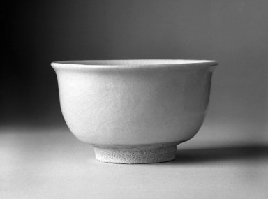 Yamada Kiyoshi (Japanese). <em>Tea Bowl in Kohiki Style</em>, 1987. Ceramic, tobe ware, 3 x 5 1/8 in. (7.6 x 13 cm). Brooklyn Museum, Gift of Sunao Miyoshi, 87.128. Creative Commons-BY (Photo: Brooklyn Museum, 87.128_bw.jpg)
