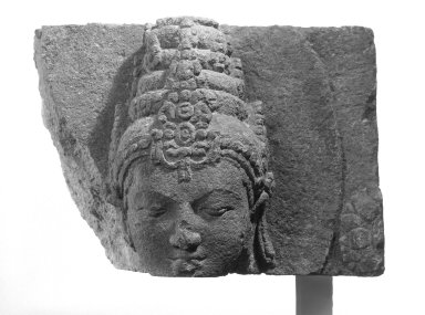 <em>Head of a Deity</em>, 9th-10th century. Volcanic stone, 9 1/2 × 13 × 11 1/2 in. (24.1 × 33 × 29.2 cm). Brooklyn Museum, Gift of Georgia and Michael de Havenon, 87.188.10. Creative Commons-BY (Photo: Brooklyn Museum, 87.188.10_bw.jpg)
